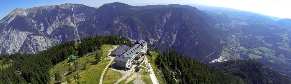 Berstation Rax-Seilbahn mit Berggasthof